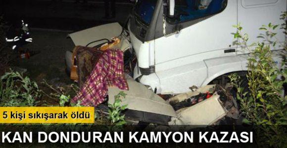 Kamyon otomobili altına alıp sürükledi: 5 ölü