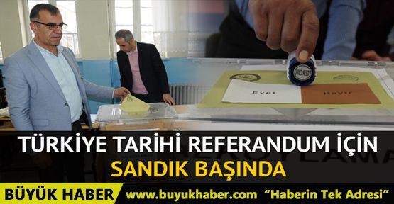 Türkiye tarihi referandum için sandık başında