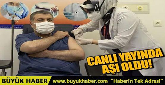 Bakan Koca canlı yayında korona aşısı vuruldu
