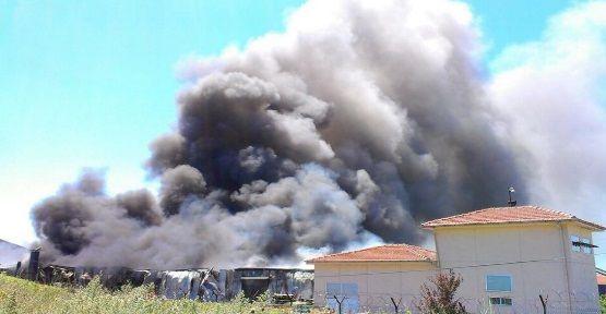 İstanbul Hadımköy'de ütü deposunda yangın